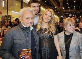 Shakira luce embarazo en la presentación del libro de su padre