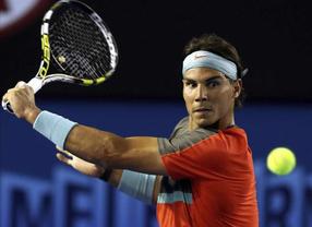 Nadal se mete en segunda ronda (casi) de Australia sin esfuerzo: Tomic pierde el primer set y abandona por lesión