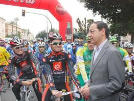 Cámara da la salida a doscientos ciclistas que se han dado cita en la Bicihuerta 0.4