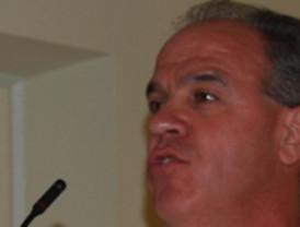 Sindicatos critican el encuentro de Valcárcel con miembros del Consejo de la Profesión Médica para analizar los recortes