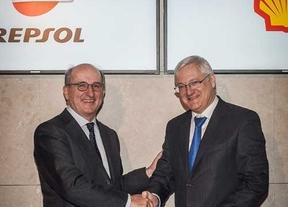 Repsol vende a Shell activos de GNL por 5.117 millones