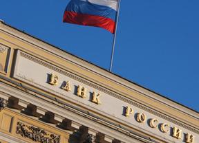 La intervención del Banco de Rusia relaja el cambio del rublo frente al dólar y el euro