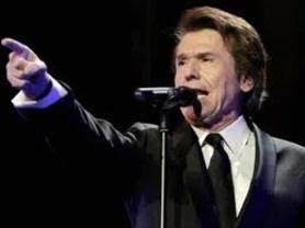 Raphael lleva su 'gran noche' a Barcelona en dos recitales llenos de sorpresas