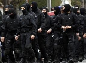 Indignación policial: acusan al ministro del Interior de 'chivarse' a ETA y dificultar una detención