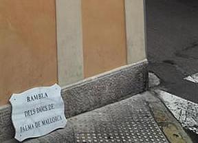 Palma, implacable con Urdangarín: la ciudad coloca las nuevas placas de La Rambla sin el nombre de los Duques
