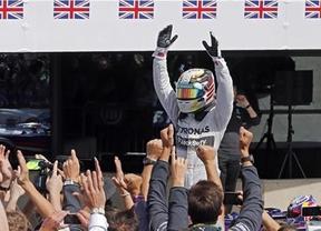 Hamilton reina en Silverstone y Alonso acaba sexto
