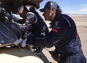 Carlos Sainz sigue maldito: adiós al Dakar 2015 tras sufrir un vuelco su Peugeot