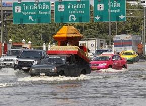 Tailandia está hundida y las inundaciones durarán un mes más