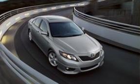 Toyota llama a revisión más de 800.000 vehículos en EEUU