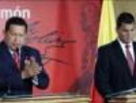 Chávez y Correa no bajan el tono de sus declaraciones contra Uribe