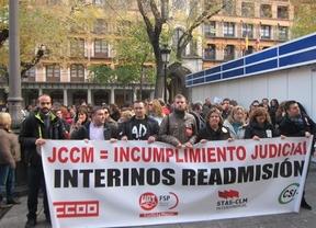 Cientos de personas piden a la Junta de Castilla-La Mancha readmitir a los interinos