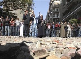 La llama en Egipto sigue encendida: los manifestantes incendian la agencia tributaria