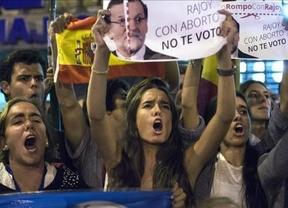 El PP aprueba su minireforma del aborto con polémica interna... y el voto a favor de Pedro Sánchez