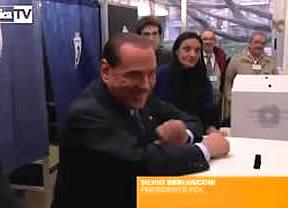 Berlusconi la lió hasta en la votaciones: