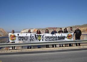 Ocupan simbólicamente varios puentes para recordar el accidente de Fukushima y protestar contra el ATC