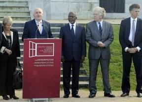 Brian Currin recibió 58.000 euros de una fundación inglesa para la Conferencia de paz