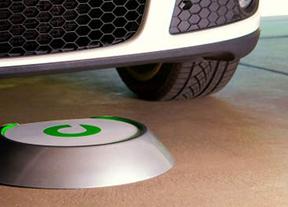 Llega un pre-coche eléctrico a España que llena el depósito sin cables y en... ¡15 minutos!