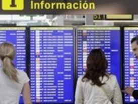 Reabre el aeropuerto del Prat pero sin que se recuperen los vuelos anulados