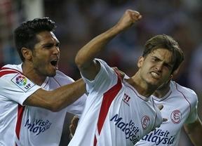 Sevilla tiene un color futbolero especial: remonta al submarino y alcanza al Barça en cabeza (2-1)
