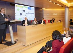 El Foro REDEPYME Almería llena de emprendedores el auditorio de Cajamar
