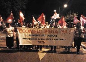 Las trabajadoras de limpieza de la base aérea de Albacete marchan exigiendo el pago de diez nóminas