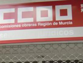 Lanzan un cóctel molotov a la sede de CCOO en el barrio del Carmen (Murcia)