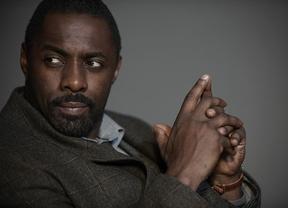 Idris Elba, que podría ser el primer James Bond negro, no se ve suficientemente