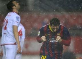 'Supermessi' y una ayudita arbitral en el gol del empate ayudan al Barça a remontar en Sevilla (1-4)
