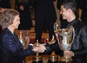 Ronaldo se sacó el chicle de la boca y lo metió en su bolsillo antes de dar la mano a la Reina