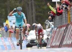 Landa gana la etapa del Mortirolo y Contador sigue líder reforzando su ventaja
