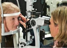 Un ojo biónico permite a una mujer ciega percibir luz