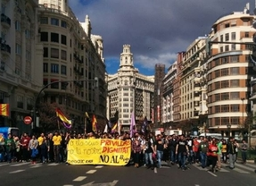 Miles de estudiantes salen a la calle en Valencia contra la 'privatización encubierta' del 'Decreto 3+2'