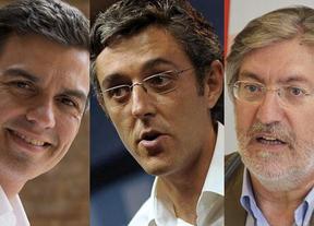 Tres candidatos que miran hacia la izquierda