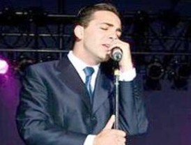 Cristian Castro rinde tributo a José José