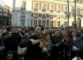 El 15-M cierra su cumpleaños en la Puerta del Sol con ágoras, cánticos y música de García Lorca