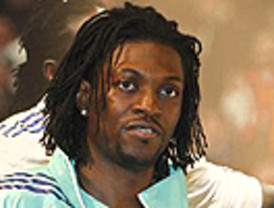 Adebayor se ilusiona con la posible llegada de Cesc al Madrid