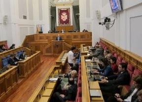 Casi la mitad de los diputados regionales del PP seguirán cobrando dinero público tras la supresión de sueldos