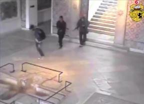 Túnez confirma la huída de uno de los tres terroristas que asesinaron a 20 turistas extranjeros en un museo