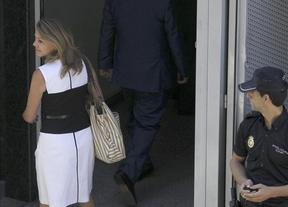 Cospedal abandona la Audiencia Nacional asegurando que todo ha salido 'muy bien'