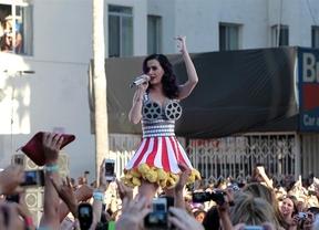 Katy Perry da una fiesta para celebrar su divorcio