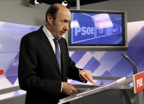En el PSOE 'no hay ni un euro negro, ni una caja B', dice Rubalcaba, que exige que declare Bárcenas