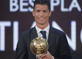 Ronaldo no entra en polémicas verbales y elige el campo como su