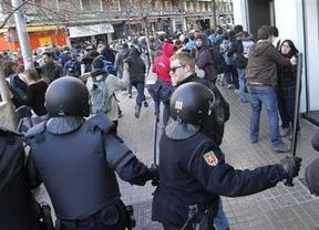 Los antidisturbios de la Policía Nacional siguen a los Mossos en la 'moda identificativa'