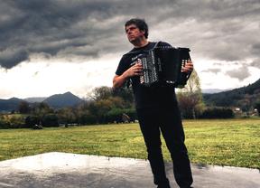 El mejor músico euskaldún se nos hace gallego en su nuevo disco y espectáculo ya en exitosa gira