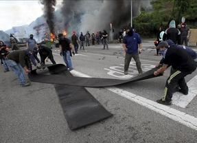 El enfrentamiento entre minero y policías en Lena deja heridas a una mujer y a una niña