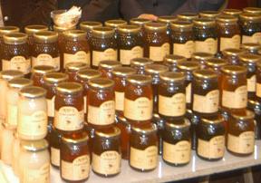 Cospedal anuncia que las ayudas a la apicultura crecerán un 20%