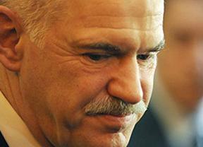 Tragedia griega total: el partido gobernante amenaza con derribar a Papandreu