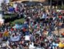 Se realizaron masivas marchas de repudio a la represión de Neuquén