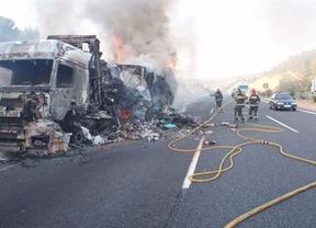 Se incendia un trailer en la subida al puerto de Contreras