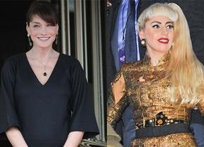 Carla Bruni se ve como la extravagante Lady Gaga